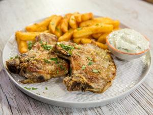 cotlete-de-porc-cu-sos-din-iaurt-grecesc