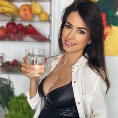 Diana Bart în bucătărie