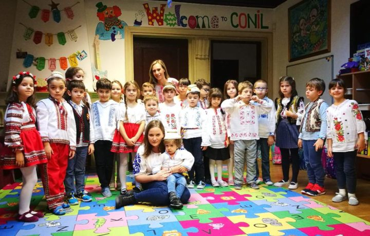 Ioana Maria Moldovan și copiii de la asociația Conil