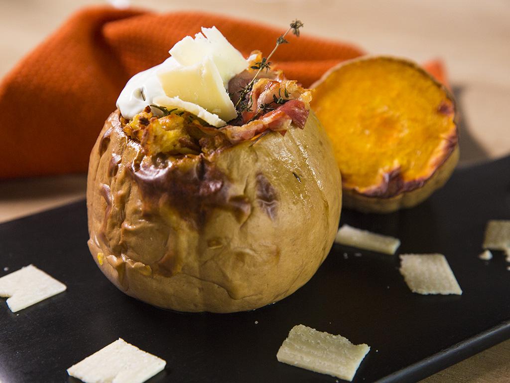 Plăcintar umplut cu cartofi rași