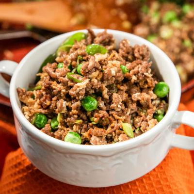 Carne de vită la tigaie cu broccoli și mazăre