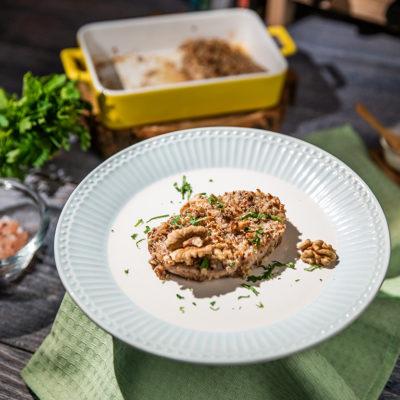 Cotlete de porc în crustă de nuci