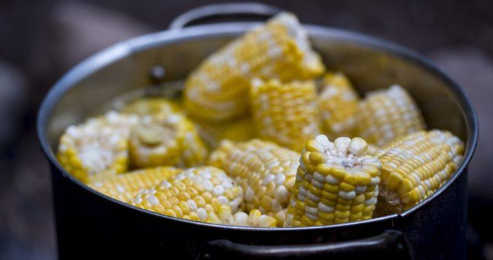 De ce e bine să mănânci porumb fiert: beneficii și efecte
