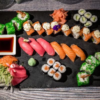 Platou cu sushi și nigiri