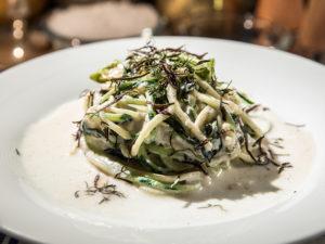 Tăiței din zucchini cu ricotta