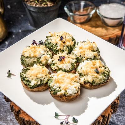 Ciuperci umplute cu brânză și spanac