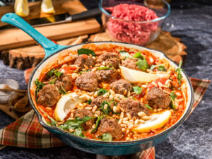 chiftele-din-carne-de-porc-in-sos-de-rosii
