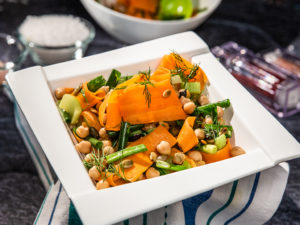 salata-de-morcovi-si-naut