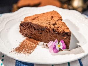tort-dietetic-de-ciocolata-cu-prune-si-curmale