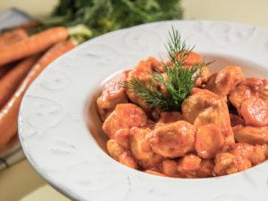 tocanita-de-pui-cu-morcov-si-ardei-gras