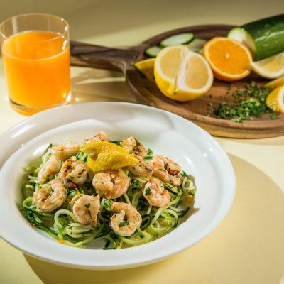 """""""Spaghete"""" din zucchini cu creveți"""