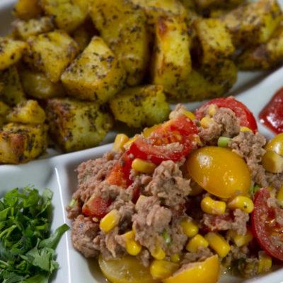 Salată de ton cu cartofi copți