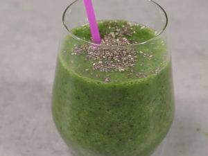 Smoothie verde cu lapte de migdale