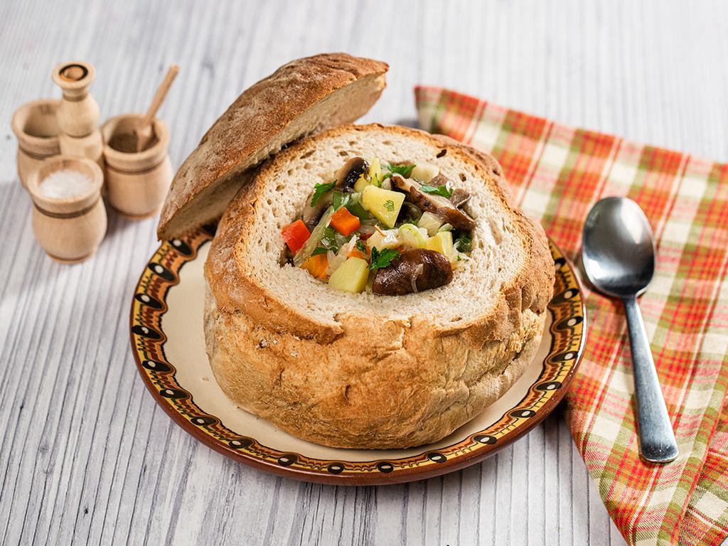 supa-de-ciuperci-servita-in-paine