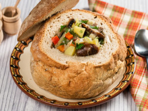 supa-de-ciuperci-servita-in-paine_
