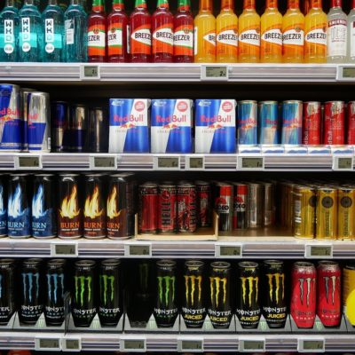 Băuturi energizante cu cofeină