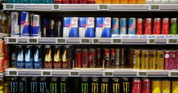 Cât de dăunătoare e combinația de cofeină cu taurină din băuturile energizante? Un studiu răstoarnă toate miturile.