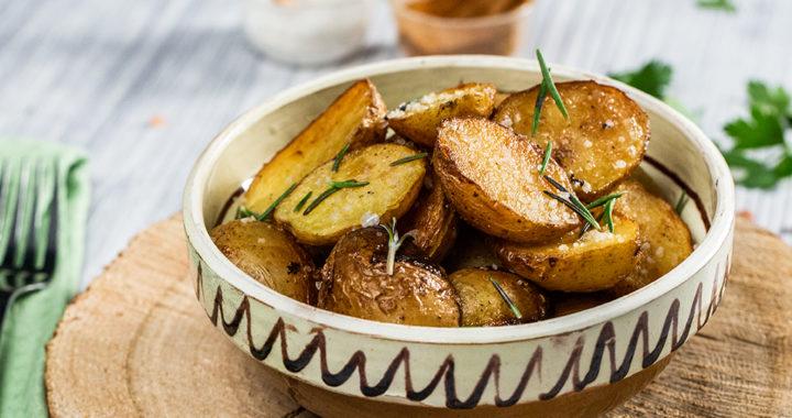 Cartofi în unt trași la tigaie