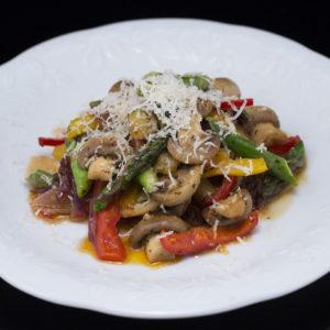 Ciuperci la tigaie cu sparanghel și ardei gras